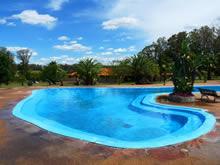 piscina en verano en las termas de san nicanor